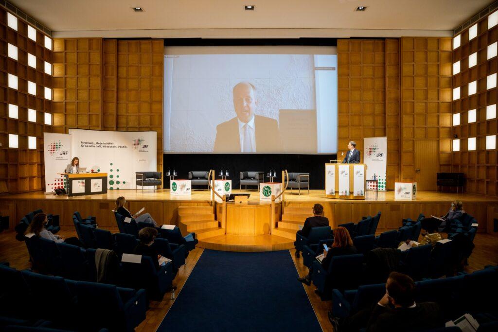 NRW-Integrationsminister Dr. Joachim Stamp war live zugeschaltet und sprach ein Grußwort