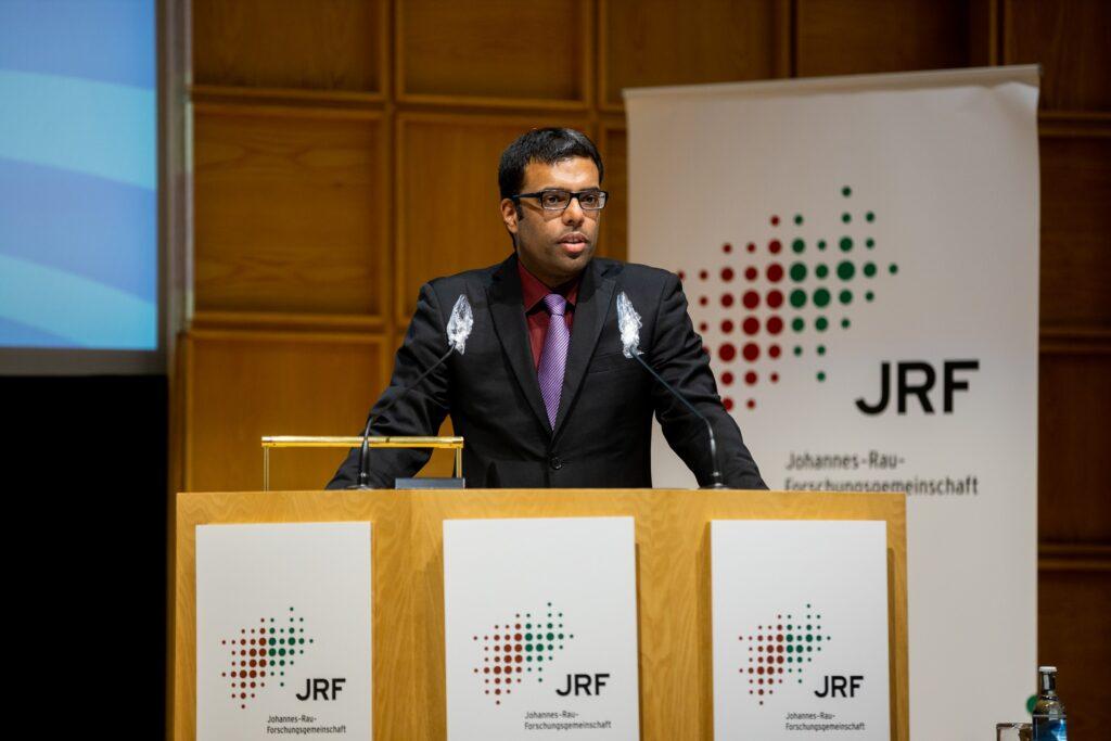 Cyril Alias (DST) stellt Forschungsergebnisse des Forschungsvorhabens SmartSt@rt vor (Foto: JRF)